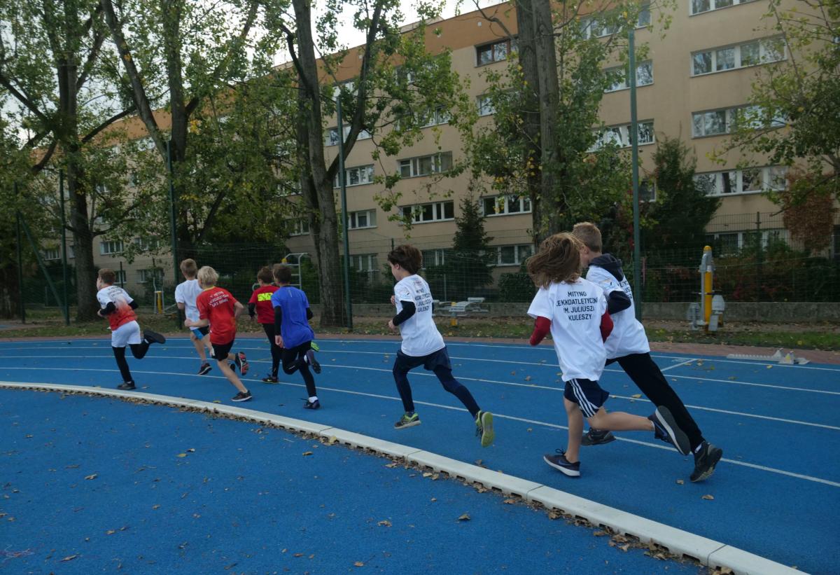 Zmagania lekkoatletyczne młodych sportowców